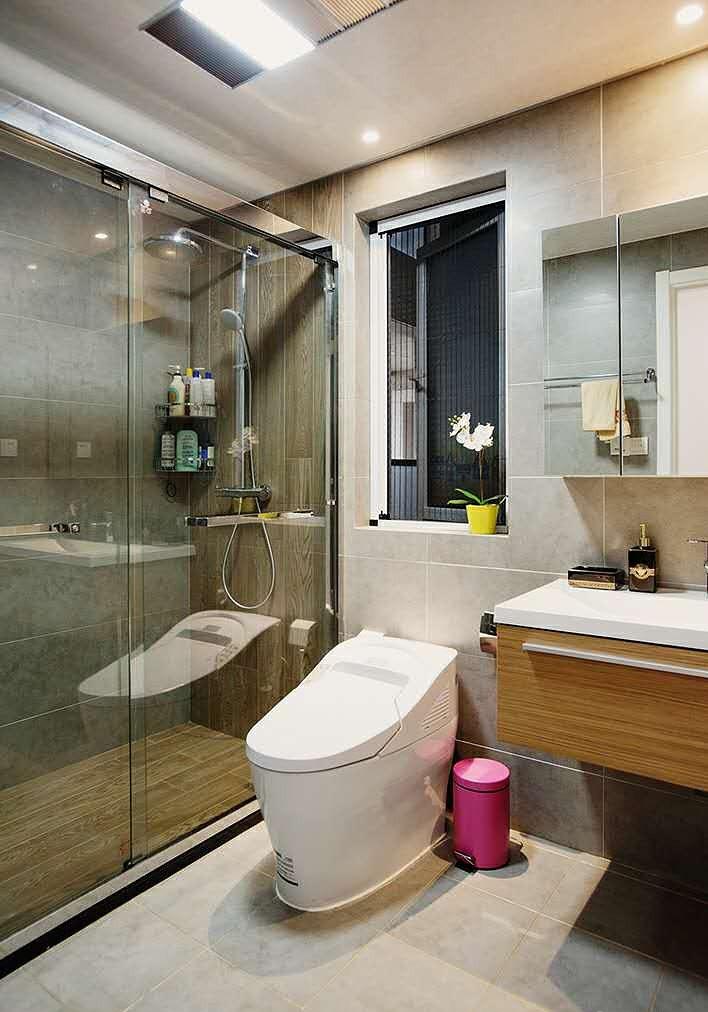 现代简约设计整体卫生间装修图