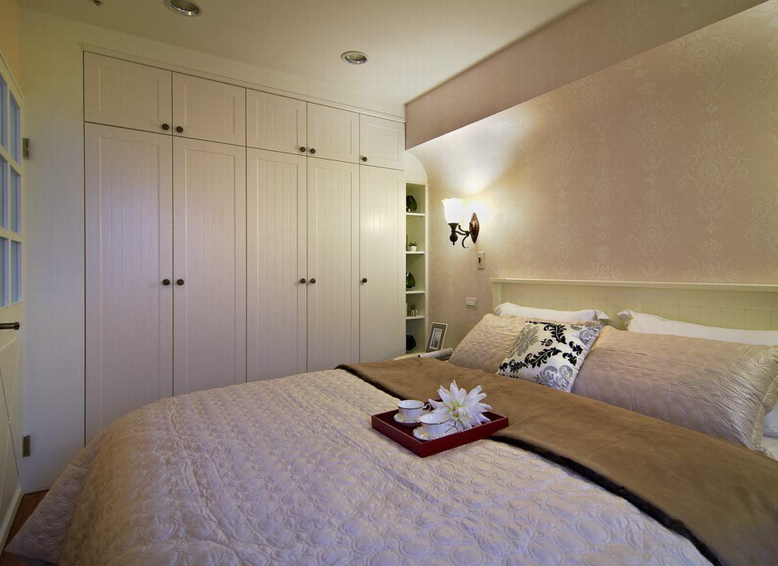 简约田园风卧室白色衣柜设计效果图