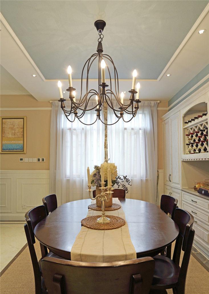 复古美式风格别墅餐厅铁艺吊灯装饰效果图