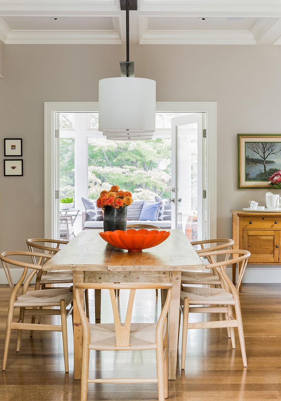 自然实用北欧餐厅实木餐桌椅布置效果图