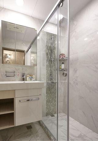简约现代卫生间玻璃推拉门隔断设计
