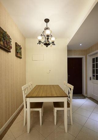 家庭餐厅简约四人桌布置效果图