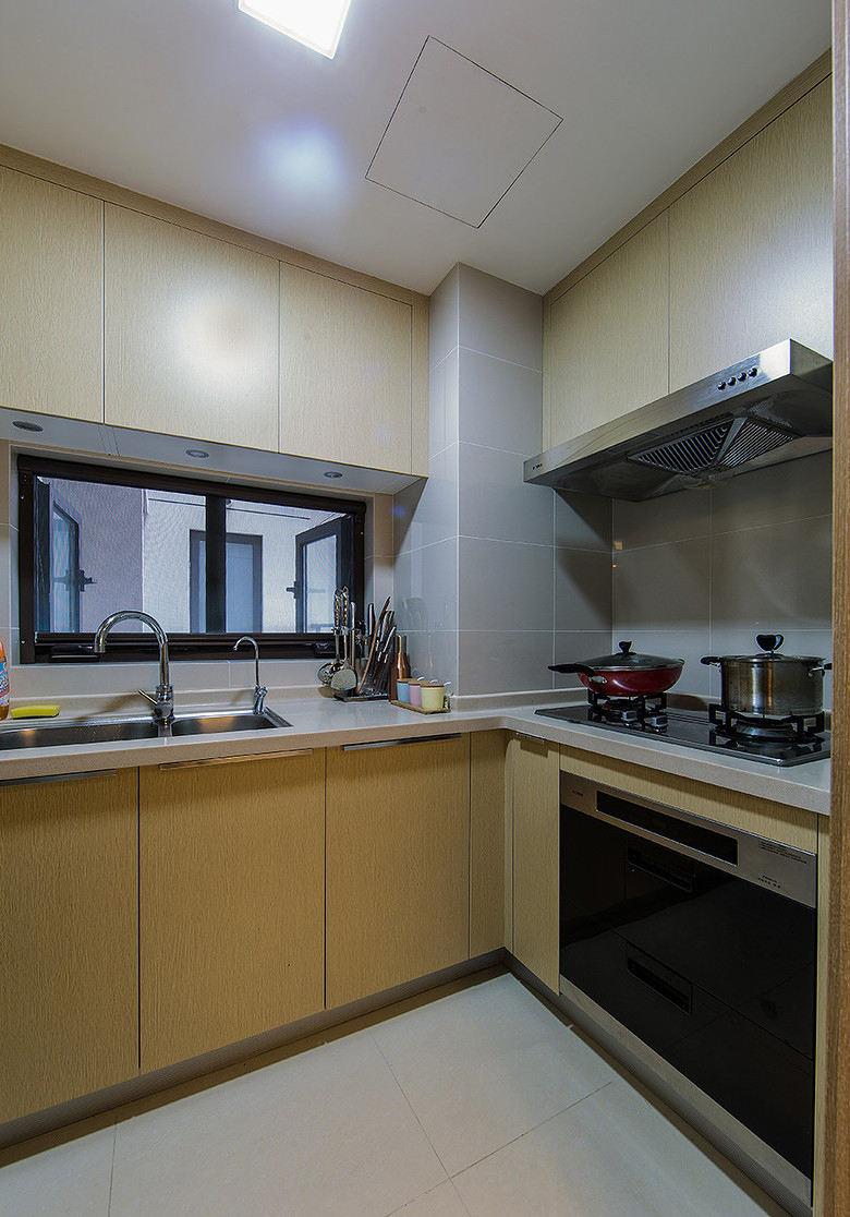 简约现代设计公寓厨房橱柜装饰效果图