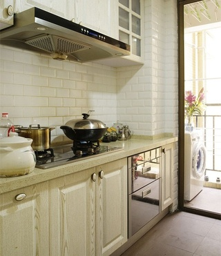 美式田园风格厨房隔断玻璃门设计