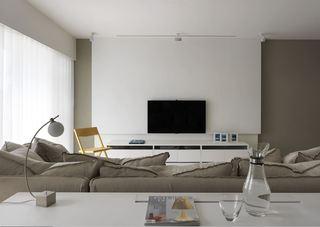 极简现代风客厅白色背景墙装饰