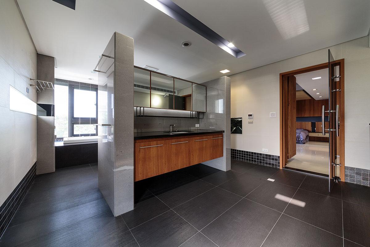 霸气时尚后现代风格别墅卫生间隔断设计装修图
