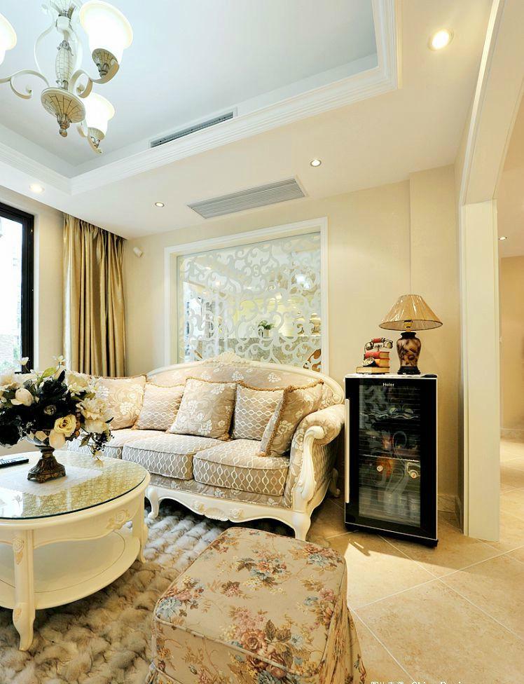 精致浪漫简欧风格客厅镜面背景墙效果图