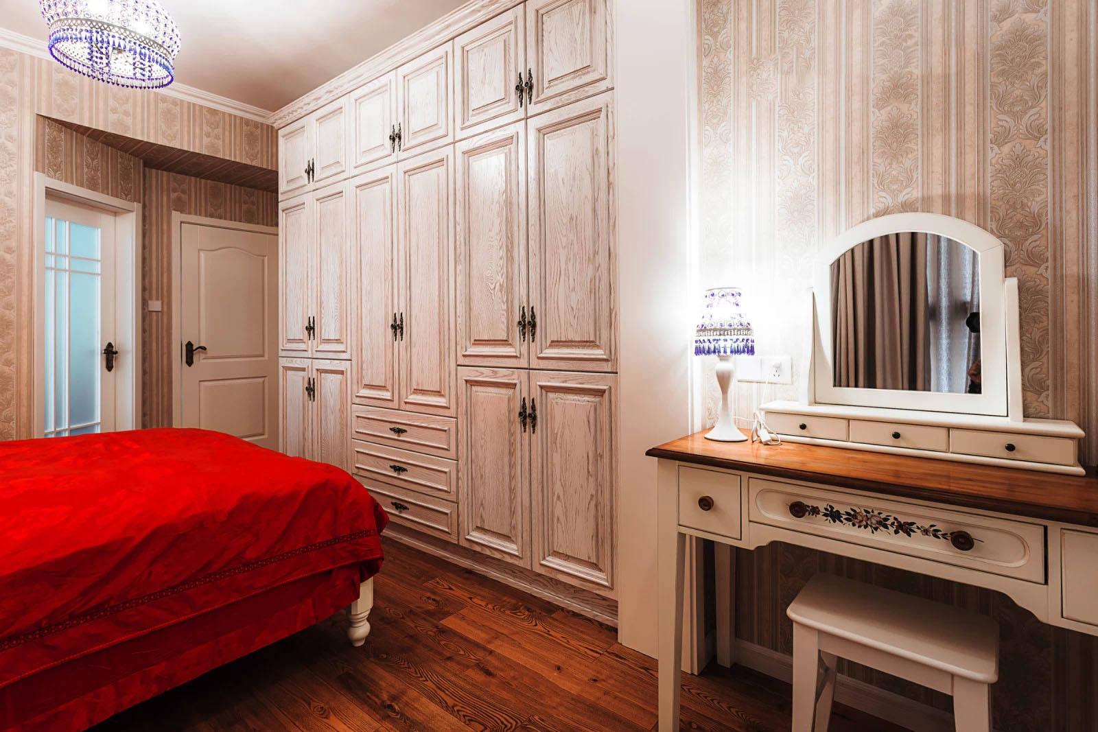 温馨复古美式卧室衣柜效果图欣赏