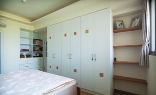 简洁北欧设计风格卧室衣柜装饰图