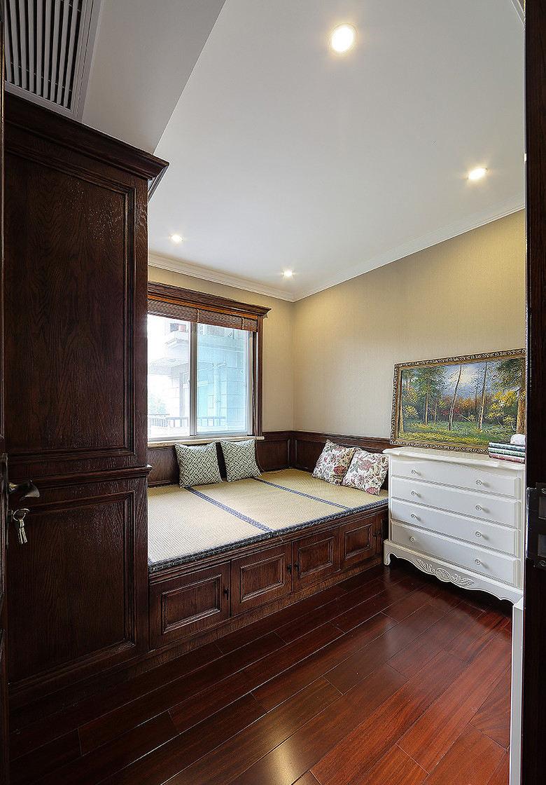 美式复古风卧室实木榻榻米设计效果图