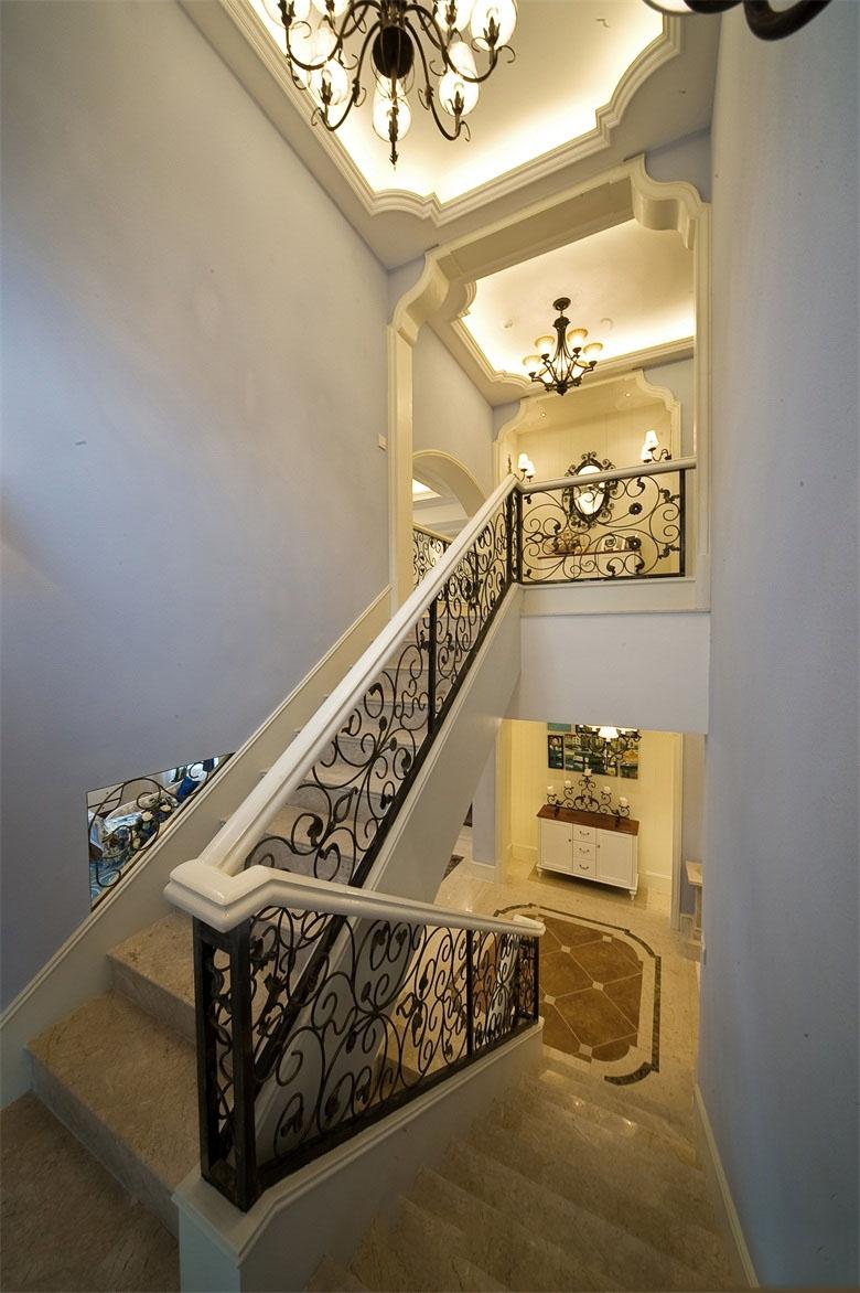 精美地中海设计雕花铁艺楼梯效果图
