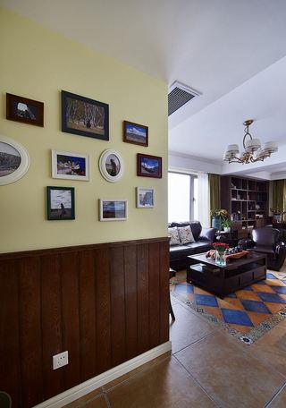 复古美式风格家居室内相片墙装饰图