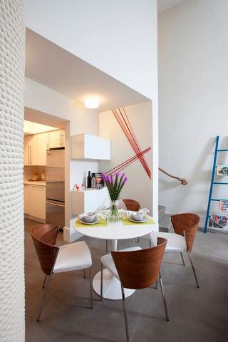 东南亚风格跃层公寓开放式餐厅设计