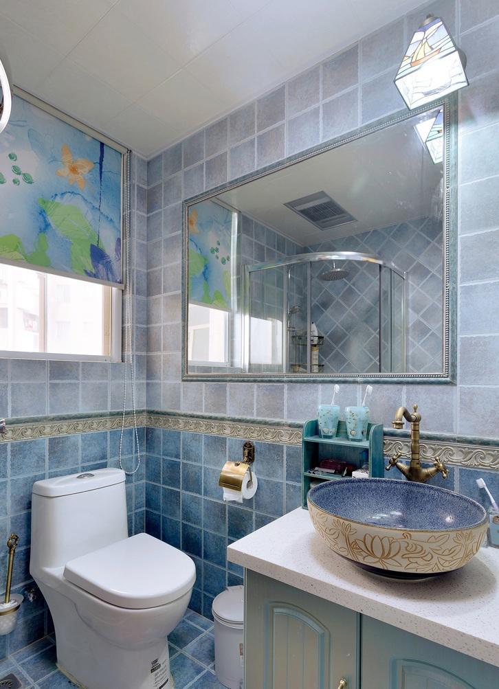 清爽地中海风格卫生间蓝色瓷砖搭配设计