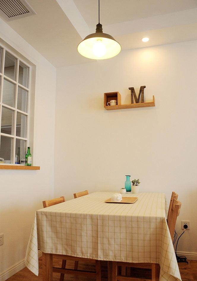 简洁日式风格餐厅桌布装饰图