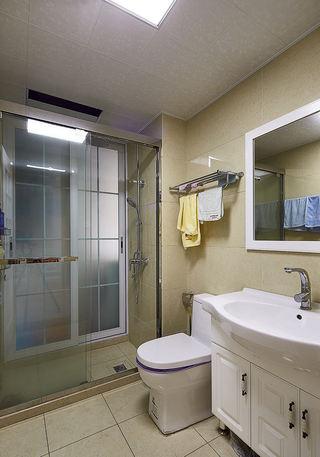 简约装修风格卫生间玻璃隔断设计