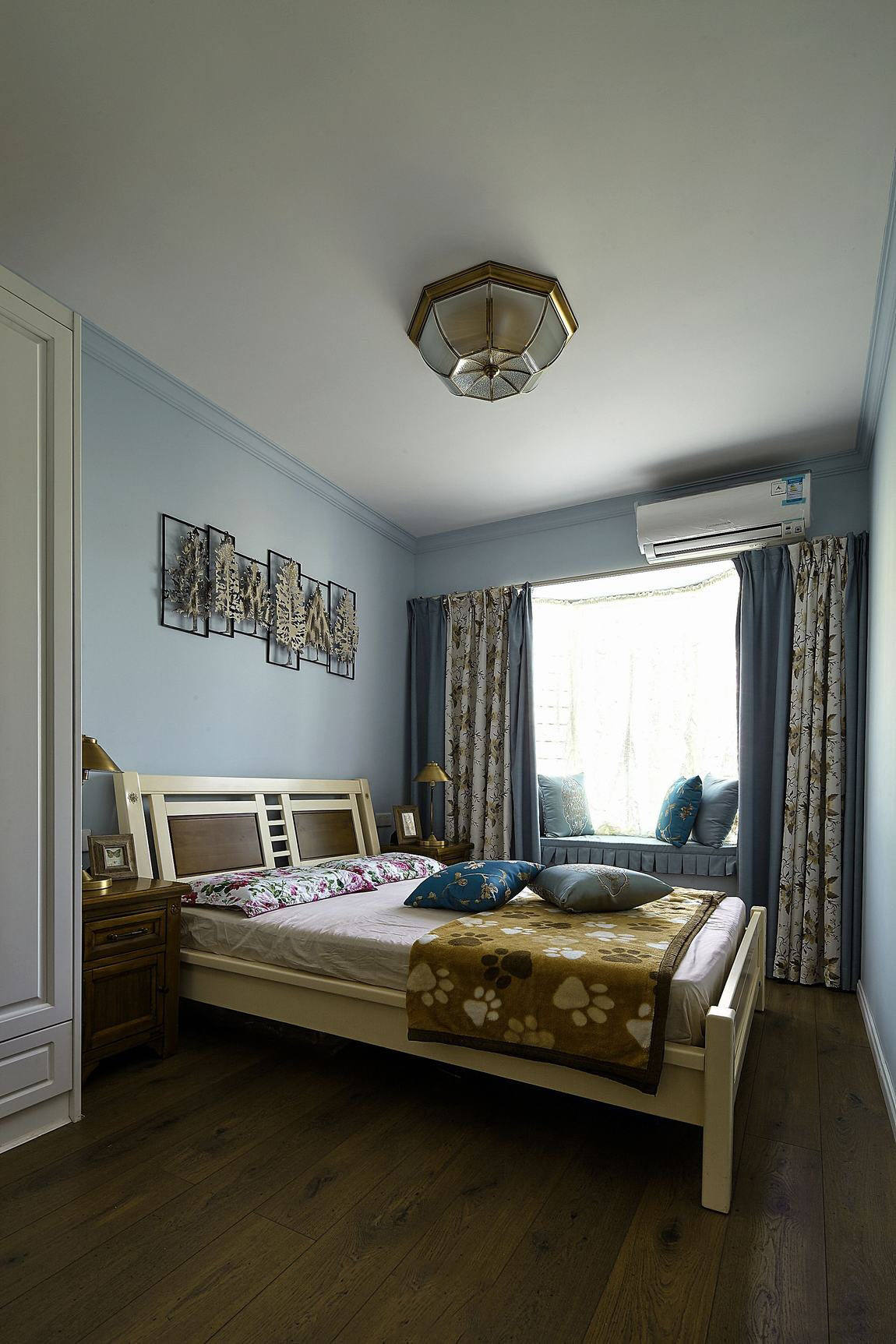 清新优雅简欧田园装修卧室带飘窗设计