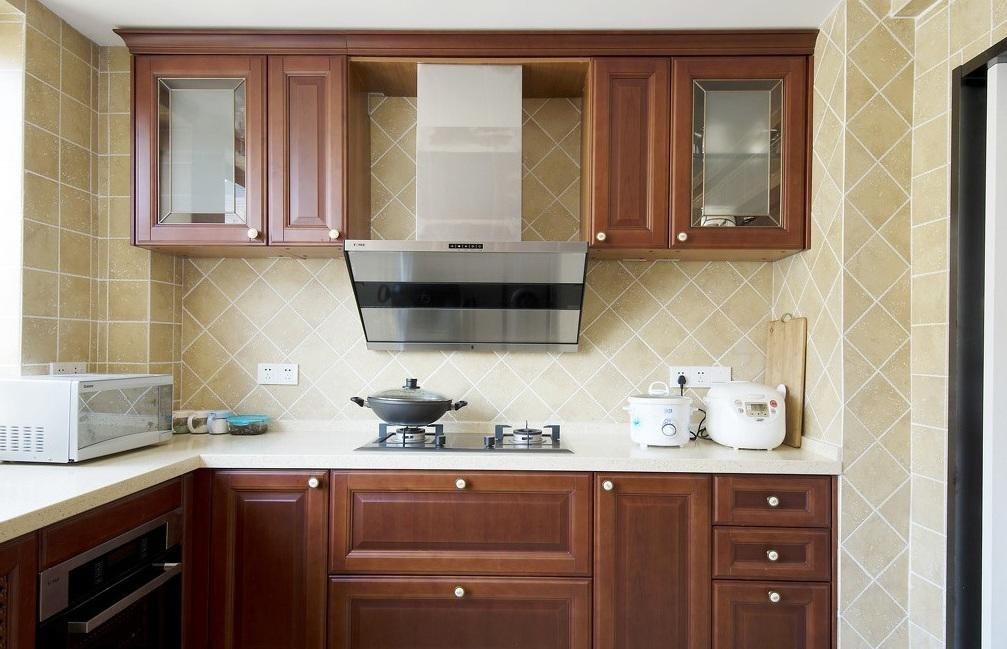 美式風格廚房實木櫥柜裝飾圖