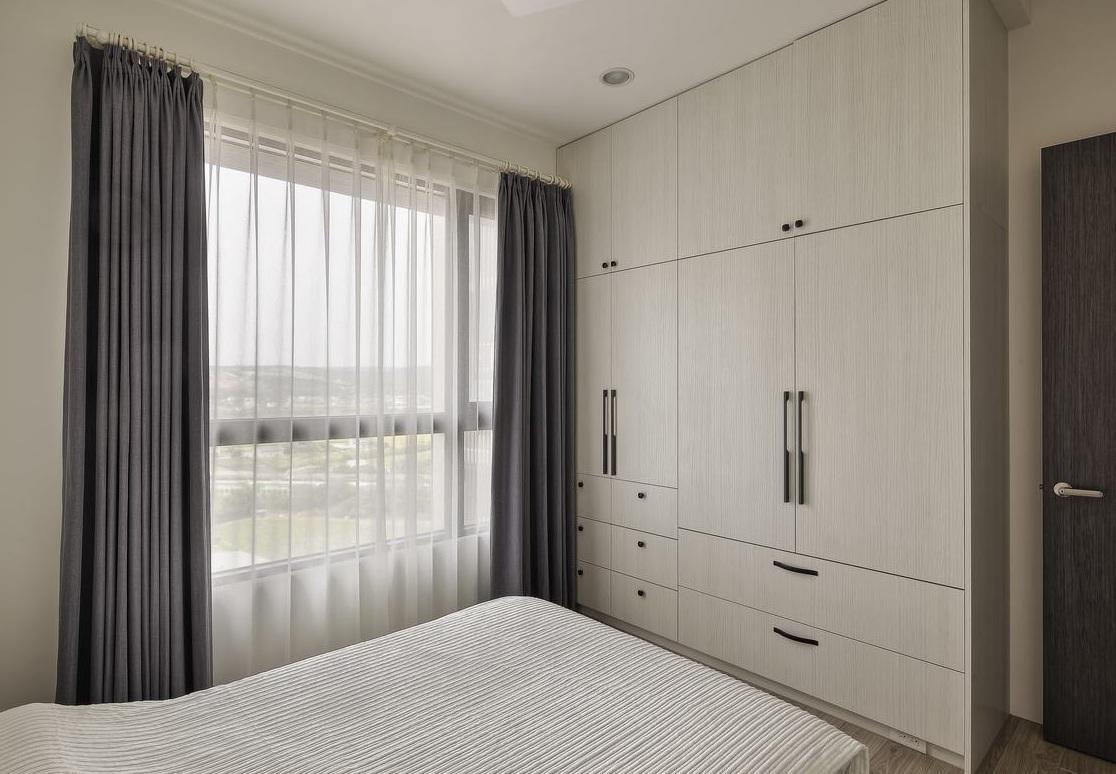 大气简约装饰卧室整体衣柜设计效果图