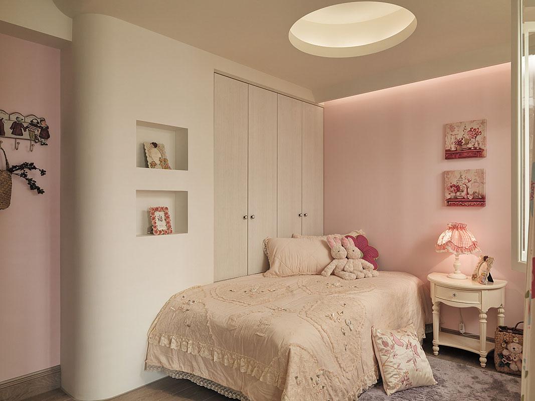粉嫩可爱美式儿童房设计装潢参考图