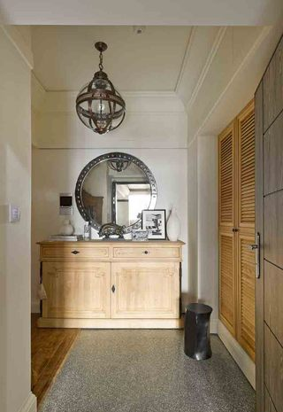 精致复古美式装修玄关木质柜子效果图