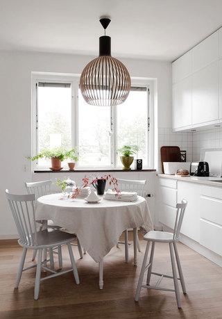 素雅北欧风格小餐厅圆形餐桌设计
