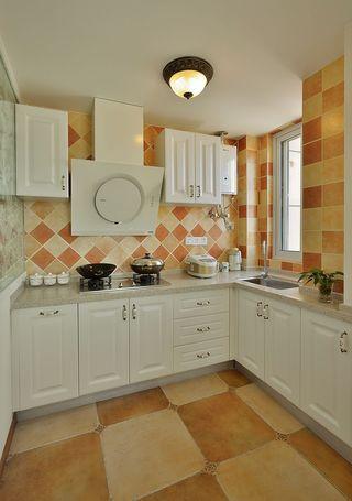 暖色调简欧风格厨房马赛克瓷砖效果图