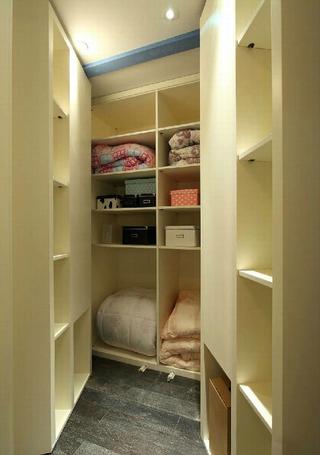 简约风格衣帽间步入式衣柜设计装修图