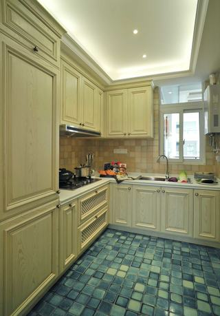 舒适复古简欧风格厨房米色橱柜效果图