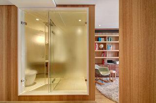 时尚简约现代卫生间玻璃门设计装修图