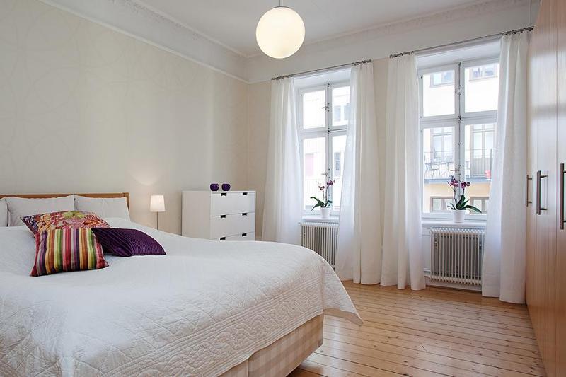 白色简约美式风格卧室窗帘装饰效果图