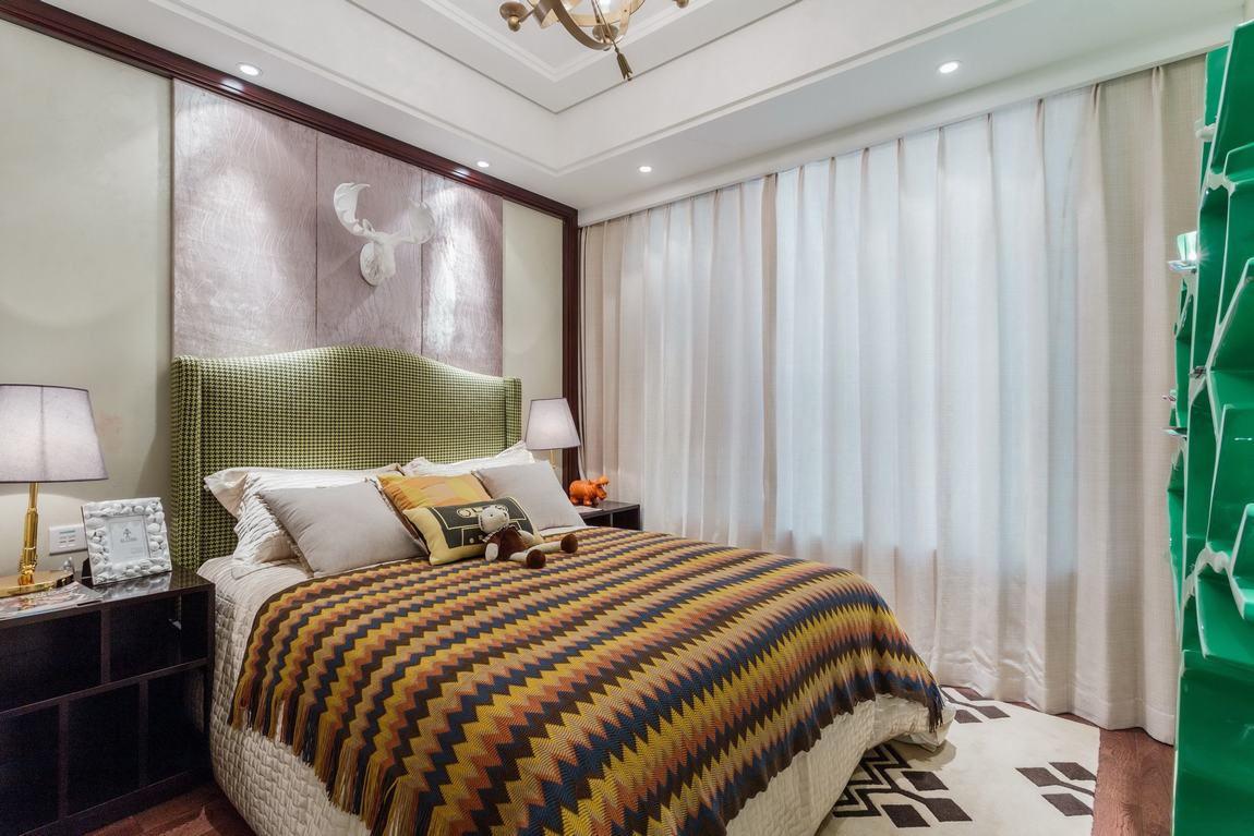 美式卧室窗帘装饰效果图