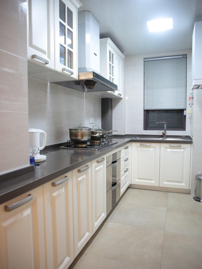 美式家装厨房白色橱柜装饰效果图