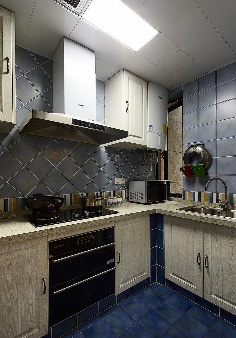 深蓝复古地中海风格家居厨房装饰图片欣赏