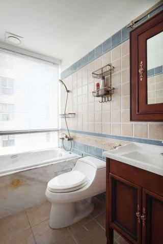 简约复古美式设计卫生间效果图