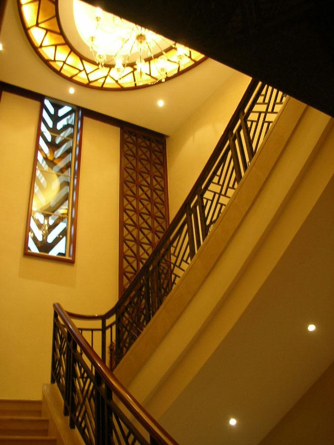 金色豪华别墅实木雕花楼梯设计
