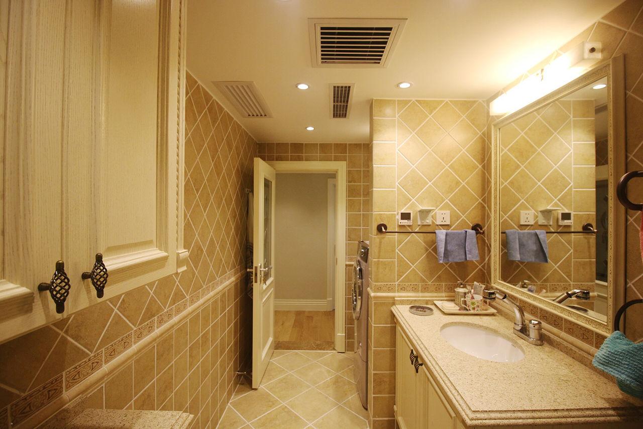 温馨暖黄复古美式卫生间墙砖效果图