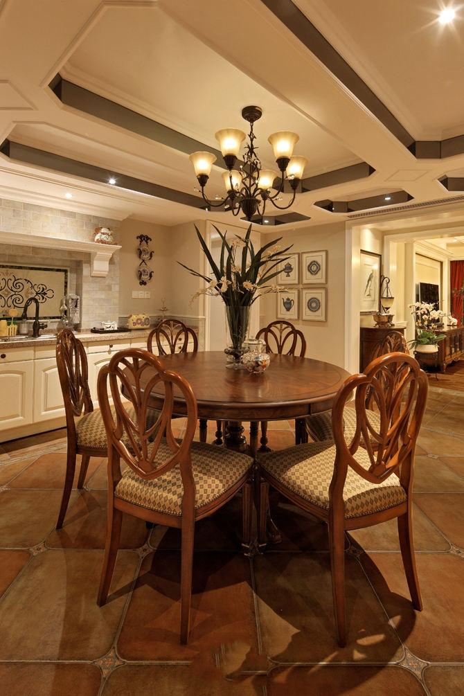 美式装修风格餐厅餐桌椅搭配效果图