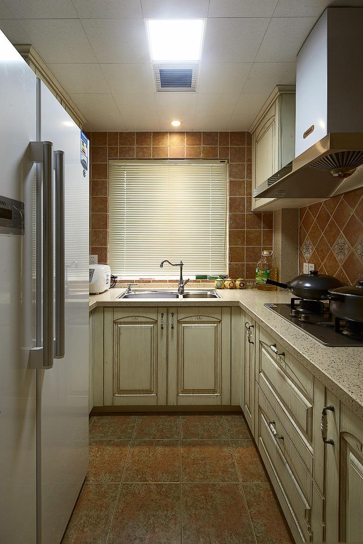 极简现代厨房百叶帘装饰效果图