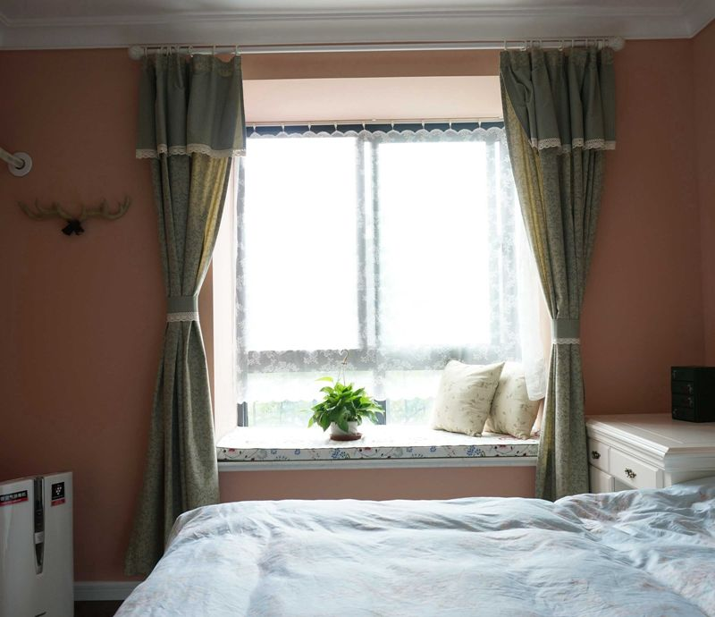 暖意温馨简约卧室飘窗设计装修