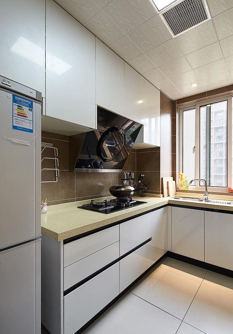 简约装修风格厨房橱柜装饰图