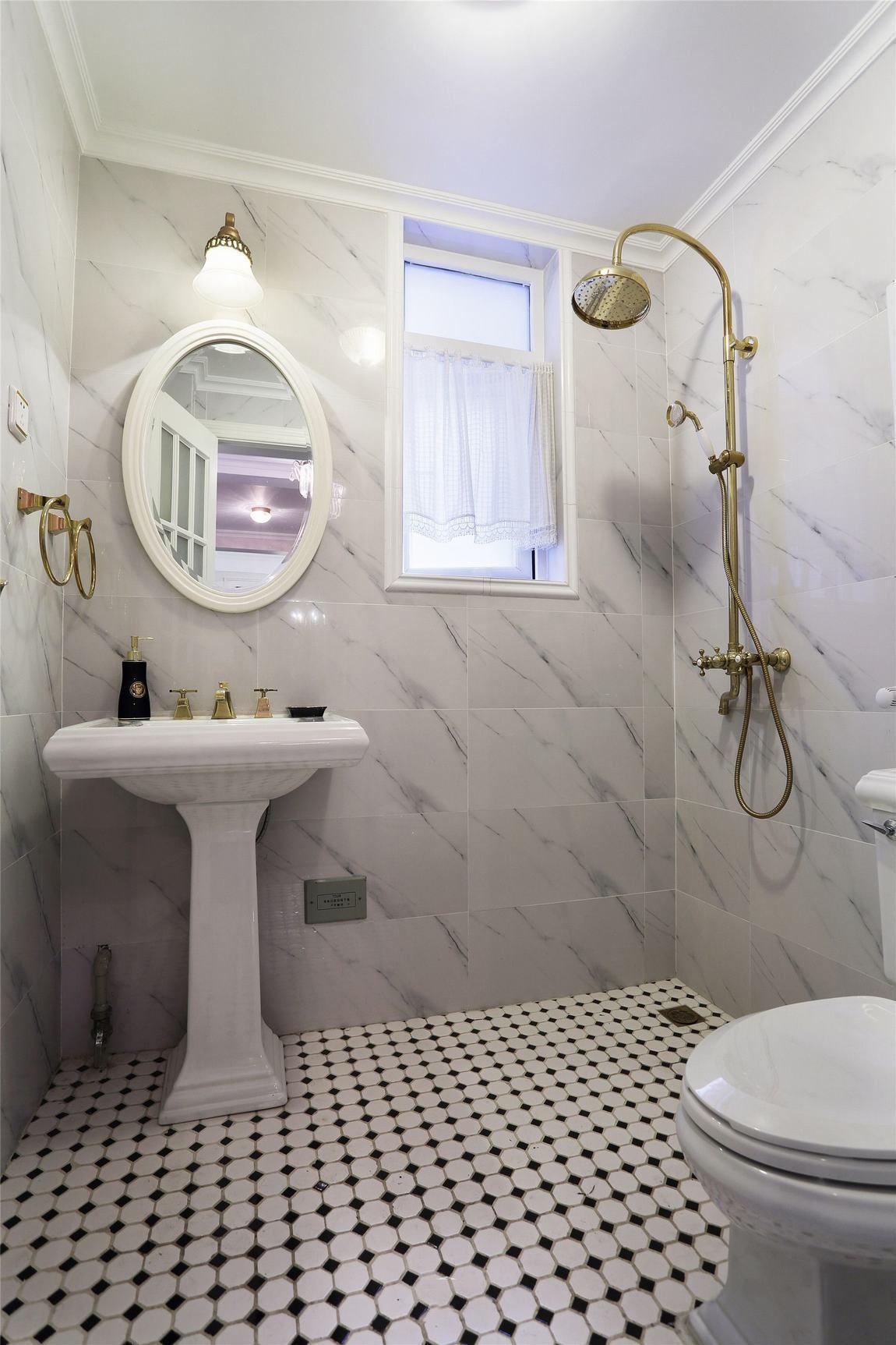 美式风格小卫生间设计装修图
