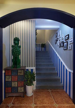 蓝色竖条纹地中海风格楼梯背景墙设计