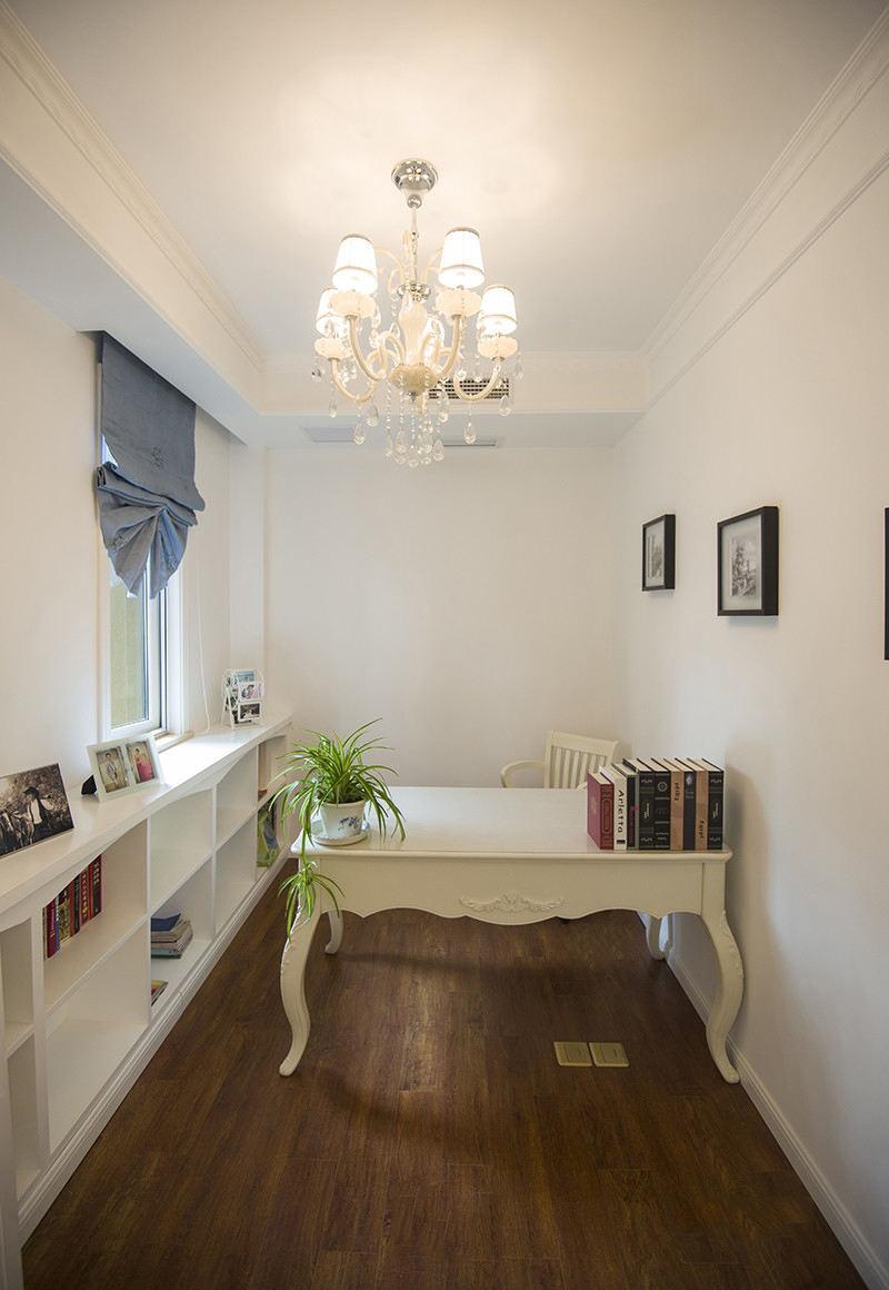 简欧装饰风格书房简易书桌布置效果图