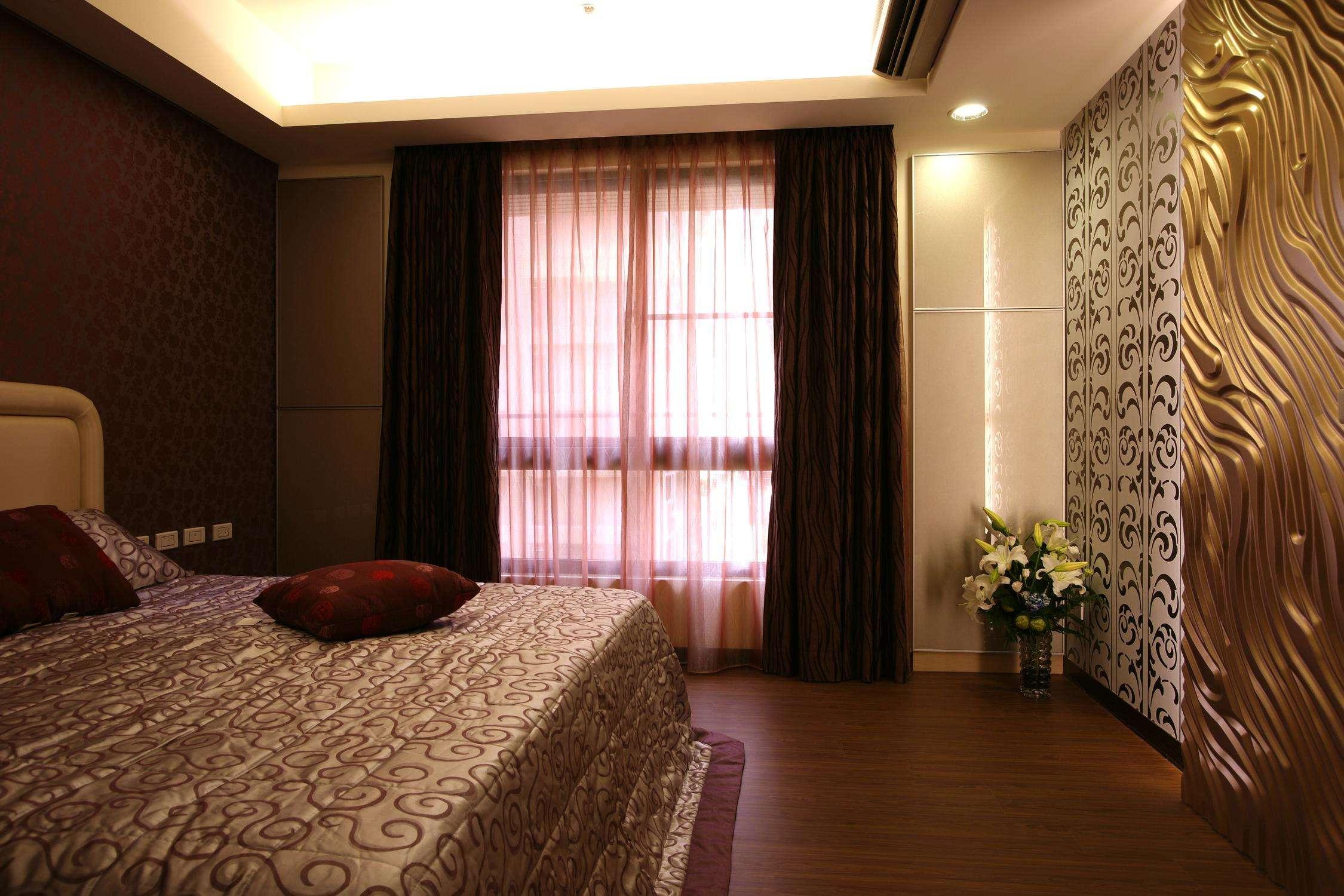 沉稳现代简约风卧室窗帘欣赏图