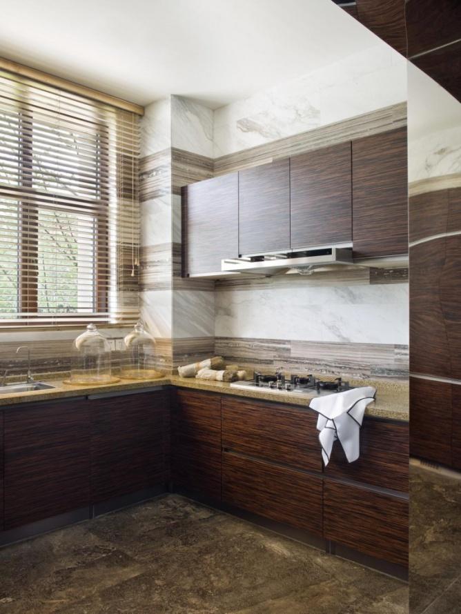 高端復古歐式廚房咖色系實木櫥柜效果圖