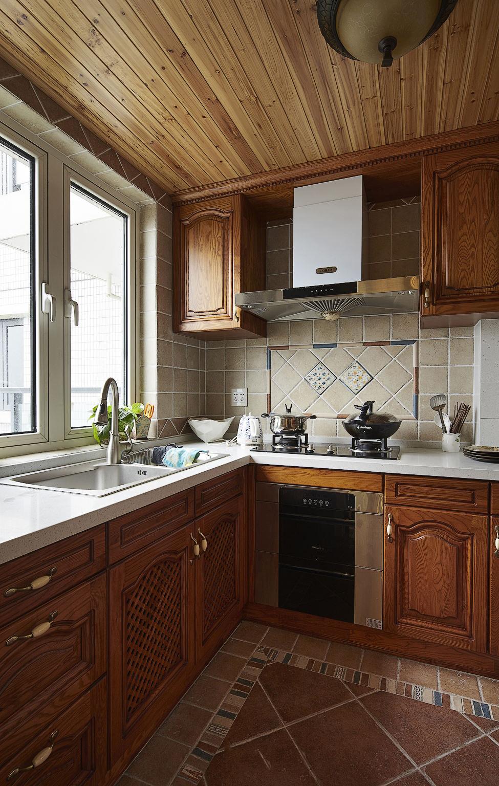 休閑復古美式設計廚房實木櫥柜欣賞