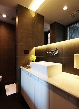 咖啡色现代公寓卫生间装饰效果图