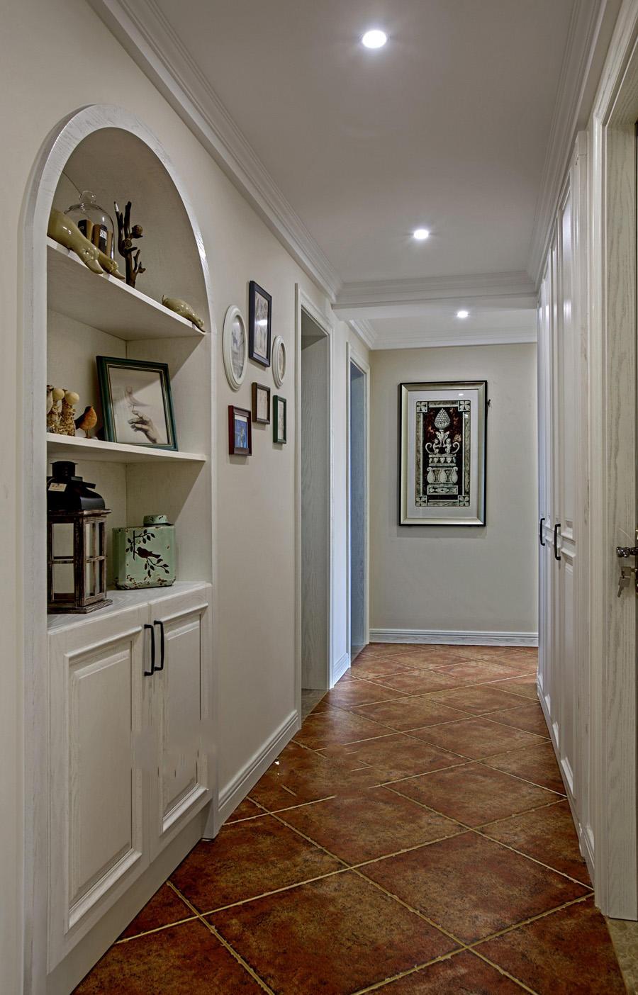优雅美式设计室内过道照片墙效果图