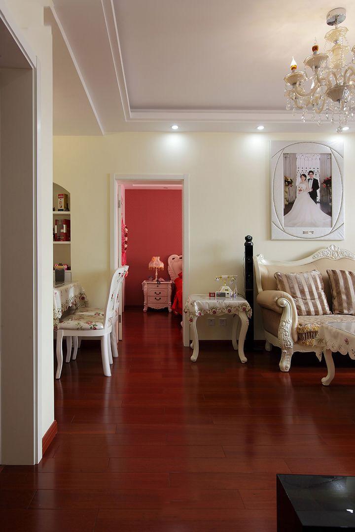 碎花田园风格家居红色实木复合地板装饰效果图